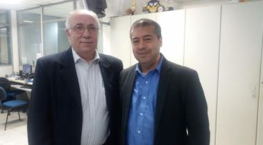 Presidente realiza entrega de convite de Jantar Festivo para Ronaldo Nogueira