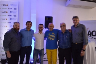SINDICAR representado por seu Presidente Moisés dos Santos esteve presente participando da abertura do Ideias na Mesa 2020 e palestra do empresário Luciano Hang, proprietário das LOJAS HAVAN.